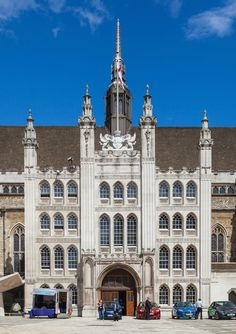 Enjoy an adventure through London and soak up the city's rich history and striking architecture. Guildhall is listed as one of London's buildings of exceptional interest: a must-see!