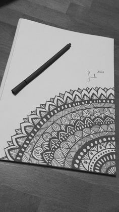 Nature Sketches Pencil, Pencil Drawings Of Girls, Pencil Drawing Tutorials, Art Drawings Sketches Simple, Cool Drawings, Drawing Faces, Easy Mandala Drawing, Simple Mandala, Mandala Art Lesson