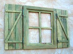 Ventana de madera con postigos o contraventanas, verde manzana, vintage - artesanum com