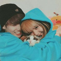 Bunicorn Couple 🐰🦄 🌟Thank u 👉🏻 ❤👍🏻😍 💙💙💙💙💙💙… Jennie Lisa, Blackpink Lisa, Kpop Couples, Cute Couples, Bts Girlfriends, Ft Tumblr, Lisa Blackpink Wallpaper, Blackpink And Bts, Blackpink Photos