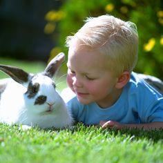 Kid with easter bunny picture idea
