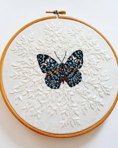 Embroidery Statin Stitch Working on two commissions at the moment so I don't have anything I can show you for a little while. Hope you don't mind me reposting this… - Hand Embroidery Stitches, Modern Embroidery, Embroidery Hoop Art, Ribbon Embroidery, Cross Stitch Embroidery, Embroidery Designs, Butterfly Embroidery, Vintage Embroidery, Cross Stitch Hoop