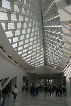 Santiago Calatrava - Milwaukee Art Museum Lobby.