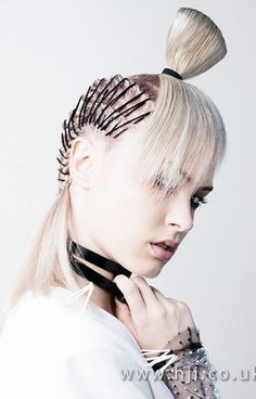 Bobby pin edges and a reverse top knot what more could you ask for Creative Hairstyles, Up Hairstyles, Hair Arrange, Hair Photography, Editorial Hair, Fantasy Hair, Hair Shows, Crazy Hair, Hair Art