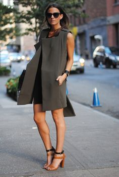 Grey sleeveless coat for an instant-chic-look
