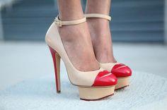 Encontre esto: 'CHARLOTTE OLYMPIA Kiss Me Dolores Ankle-Strap Leather Platform Pump'