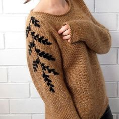 Mohair sweater Knitted pullover Beige sweater Gold sweater See other ideas and pictures from the category menu…. Embroidery On Clothes, Embroidered Clothes, Hand Embroidery Designs, Diy Embroidery, Sweater Embroidery, Embroidery Stitches, Embroidery Patterns, Diy Fashion, Ideias Fashion