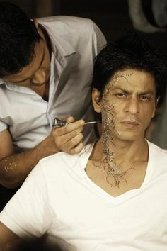 [HQ] ► When #KINGKHAN himself gets tattoo  // ★ RT & tell us if you also want to get tattooed like @Omg SRK ★  pic.twitter.com/3SPzsj5P7w