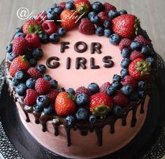 """Идеальный тортик для девичника Невероятно приятный сливочный вкус Торт просто тает во рту Розовые коржи, крем на основе воздушных сливок и """"маскарпоне"""" instagram @lady_ _chef"""