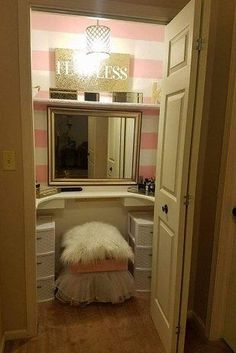 This Husband Who Built His Wife A Seriously Gorgeous Makeup Vanity Has Everyone Swooning - BuzzFeed News
