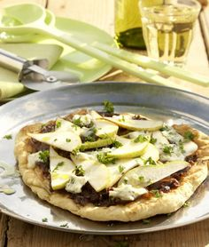 Thinly sliced pear, blue cheese, caramelized onions.....  How good would it be to add Proscuitto??  Yummmmm....