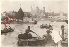 POSTCARD: London, Thames Watermen In Pool Of London The Tower, 1890S