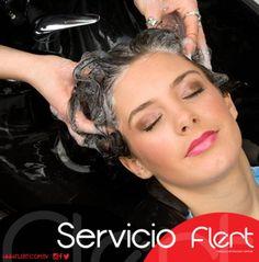 En #Flert te consentimos con un relajante lavado especializado con nuestra líneas y productos de fama mundial. El cuidado de tu belleza te los brindamos con profesionales de verdad. #BellaSoloEnFlert #YoPrefieroFlert.