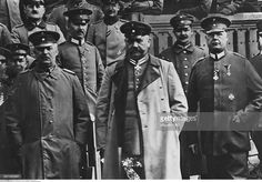World War I, Battle of Tannenberg (East Prussia): German Field Marshal Paul von Hindenburg (c) and his staff. Right of him General Erich Ludendorff, left of him Lieutenant Colonel Max Hoffmann, in the German military headquarters (detail of picture no. 00350958) Photo: Kuehlewindt - August 1914