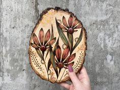 Wood Burning Stencils, Wood Burning Crafts, Wood Burning Patterns, Wood Burning Art, Wood Slice Crafts, Wood Crafts, Chip Carving, Wood Carving, Wood Burning Techniques