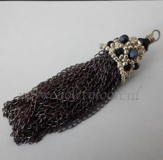 Seed bead en chain tassel from violetmoon.nl  Updating my blog again.  :) This time using the beads from my stash.