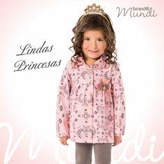 As princesas amam e a gente também <3  #lookbrandili com casaco com estampa delicada e legging com aplique de strass.   #modainfantil #brandili #criancaestilosa