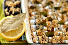Sarde a beccafico, ricetta originale palermitana. Come rendere goloso un pesce povero come le sarde. Buffet, Lime, Fruit, Carne, Food, Limes, Essen, Meals, Yemek