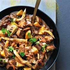 Runder-paddenstoelenstoof recept Kung Pao Chicken, Japchae, Good Food, Beef, Ethnic Recipes, Circuit, Meat, Healthy Food, Yummy Food