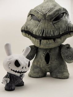 """Oogie Boogie & Jack Skellington, from Tim Burton's A Nightmare Before Christmas. A 7' Munny/ 3"""" Dunny Commission I just finished for a fellow board member. Materials: 7"""" Munny 3"""" Dunny Super Sculpey Vallejo Game Color Paints (via Jack and Oogie 3 by *xtfrcatastrophe on deviantART)"""