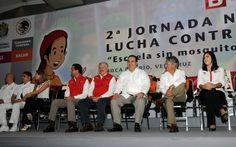 En Veracruz confirmamos nuestra determinación para hacerle frente al dengue, expresó el gobernador Javier Duarte de Ochoa al iniciar la campaña que permitirá prevenir los casos de este mal. Aquí, entregó ambulancias con una inversión de 10 millones 400 mil pesos que forman parte de un programa de más de 57 millones de pesos.