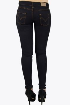 Every fashionista knows, that you need some good fundamental items to build your warderobe on. And where can you better shop your basic items than @ 2dayslook.com. So get this beautiful super skinny jeans now!   #Trousers #2dayslook #Trousersfashion  www.2dayslook.com