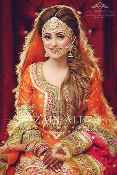 How To Look Your Best On Your Wedding Day. Photo by petramafalda On your big day, all eyes will be on you so you definitely want to look your best. Pakistani Mehndi Dress, Pakistani Bridal Couture, Pakistani Bridal Makeup, Bridal Mehndi Dresses, Pakistani Wedding Outfits, Bridal Outfits, Bridal Wedding Dresses, Indian Bridal, Bridal Style