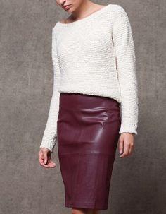 Je vends une jupe crayon de chez Stradivarius, taille haute, de couleur  bordeaux, acb373a0203d