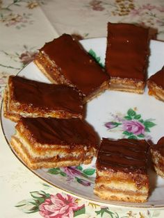 Cristina's world: Prajitura delicioasa de post, cu foi si gem Romanian Desserts, Romanian Food, Dessert Drinks, Dessert Recipes, Vegan Recipes, Cooking Recipes, Vegan Sweets, Vegan Baking, Just Desserts