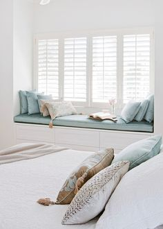Hamptons-style living room makeover Aqua and beige velvet touches bring a luxurious calm to this bedroom Window idea for main bedroom Home Decor Bedroom, Master Bedroom, Design Bedroom, Girls Bedroom, Bedroom Ideas, Bedrooms, Decor Room, Bedroom Windows, Bay Windows