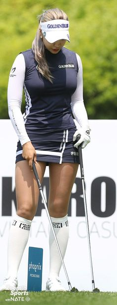 What Is the Correct Golf Swing? Golfers the world over are always in search of the perfect golf swing or the right golf swing. Girls Golf, Ladies Golf, Golf Fashion, Sport Fashion, Ladies Fashion, Golf Sexy, Golf Sport, Fit Women, Sexy Women