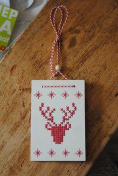 Rendier-  - borduren op hout Deer - embroidery cross stitch on wood Christmas christmas decoration