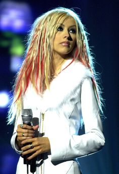 Christina Aguilera and those red highlights Beautiful Christina, Most Beautiful, Christina Aguilera Songs, Red Highlights, Celebrity Beauty, Female Singers, Celebs, Celebrities, American Singers
