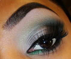 Tina – The Fancy Face – BLOG The Fancy Face – YouTube Products Used: Eyes – Wet 'n' Wild Snow Sprite Palette: Inner lid – Wet 'n' Wild Brule Eyeshadow (matte light nude). Middle lid -blue silver (2nd row) from the Wet 'n' Wild Snow Sprite Palette (shimmery blue silver). Outer lid and crease – [...]