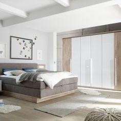 """Moderní ložnicový nábytek s příjemnou barevnou kombinací bílého skla a dekoru """"Karo"""" a luxusní boxspringovou postelí. Jednotlivé elementy - šatní skříň, postel i komoda jsou samostatně prodejné.  Luxusní boxspringová postel s 7-mi zónovými taštičkovými matracemi a 4 cm topperem, včetně nočních stolků a zadních panelů s LED osvětlením Led, Furniture, Design, Home Decor, Glass Ornaments, Decoration Home, Room Decor, Home Furnishings"""