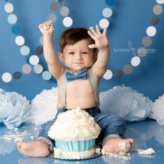Cake Smash Photo Backdrop – Boy's Birthday Photography Props – Gray and Blue Paper Garlands - Valentinstag Spruch Baby Boy 1st Birthday Party, 1st Birthday Cake Smash, 1st Birthday Cakes For Boys, 1st Birthday Outfit Boy, Birthday Gifts, Birthday Ideas, Baby Cake Smash, Baby Boy Cakes, Cake Smash Outfit Boy