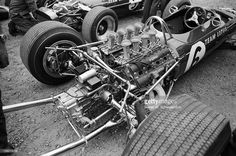 the-new-3liters-ford-cosworth-dfv-v8-engine-in-gramham-hills-lotus-49-picture-id156018706 (1024×680)