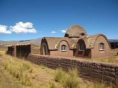 Earth House, - green construction - environmentally friendly - low cost of construction - low maintenance costs, Industrial loft Möbel Garden borders, home deco Adobe Haus, Earth Bag Homes, Cob Building, Earthship Home, Tadelakt, Fantasy House, Unusual Homes, Natural Building, Eco Friendly House