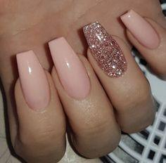 IG: MeaganLaCubana CubanaChronicles.com #nailart #nails #glitternails #rosegoldnails