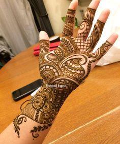 Simple unique yet beautiful by @himani_henna  #mehndidesigns24 #mehndi #henna #hennaartist #mehndidesign #hennadesign #hennalove #ilovehenna #popularpages #bridalhennadesign #simple #unique #beautiful #engagementmehndi #partyhenna