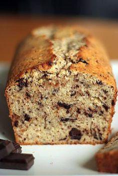 La meilleure recette de Cake tyrolien! L'essayer, c'est l'adopter! 5.0/5 (2 votes), 4 Commentaires. Ingrédients: Pour un moule à cake de 22-25 cm de diamètre: 125g de beurre ramolli, 3 oeufs, 125g de sucre, 1 pc de sel, 1 cc de sucre vanillé, 1 1/2dl (1,5) de lait, 250g de farine, 2 cc de poudre à lever, 100g noisettes moulues, 100g de chocolat noit