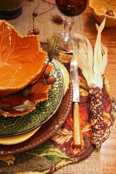 ♥ Putting different colors of plates make a beautiful display for Autumn