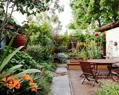 Wagner and Craig Smith Erica and Craig's small Melbourne garden is overflowing with greenery! Photo – Annette O'Brien for The Design Files.Erica and Craig's small Melbourne garden is overflowing with greenery! Photo – Annette O'Brien for The Design Files. Landscape Design, Garden Design, Landscape Architecture, Melbourne Garden, Indoor Water Features, Indoor Water Garden, Little Gardens, Australian Garden, Garden Features