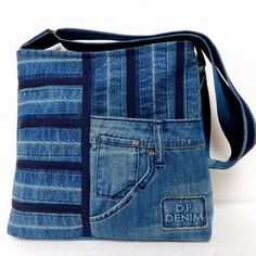 I would love a denim quilt! think of the weight of it :-) Jean Purses, Purses And Bags, Jean Diy, Only Jeans, Denim Handbags, Denim Purse, Denim Ideas, Denim Crafts, Denim Patchwork