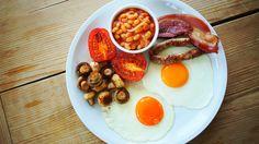 Brutál angol reggeli sok babbal, kolbásszal és szalonnával