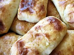 Savory Pastry, Bread Board, Greens Recipe, Naan, Hot Dog Buns, Bread Recipes, Food And Drink, Pie, Snacks