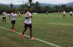 Treino tático confirma barração de Léo Moura no Fla; Pará continua titular +http://brml.co/1ES24fU