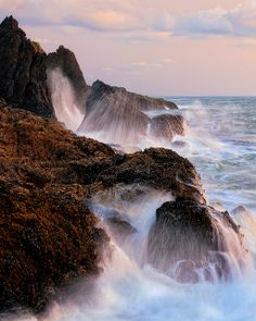 ~~Central Oregon Coast | waves crashing upon the rocks, Pacific Ocean, Waldport by Jesse Estes~~