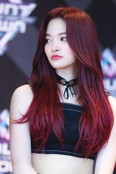dedicated to female kpop idols. Red Hair Kpop Girl, Kpop Hair Color, Korean Hair Color, Hair Color Purple, Hair Dye Colors, Asian Red Hair, Asian Hair With Red Highlights, Pelo Color Vino, Dark Red Hair