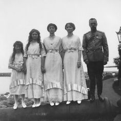 Great photo, a father and his daughters. This is Tsar Nicholas II and his daughters, Olga, Tatiana, Marie & Anastasia.
